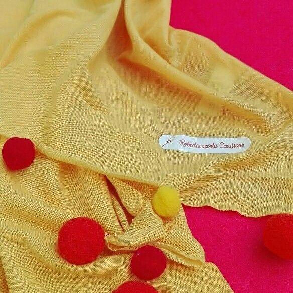 Di giallo, arancio e rosso vestite...Le morbide pashmine con ponpon in cotone di Robedacoccola