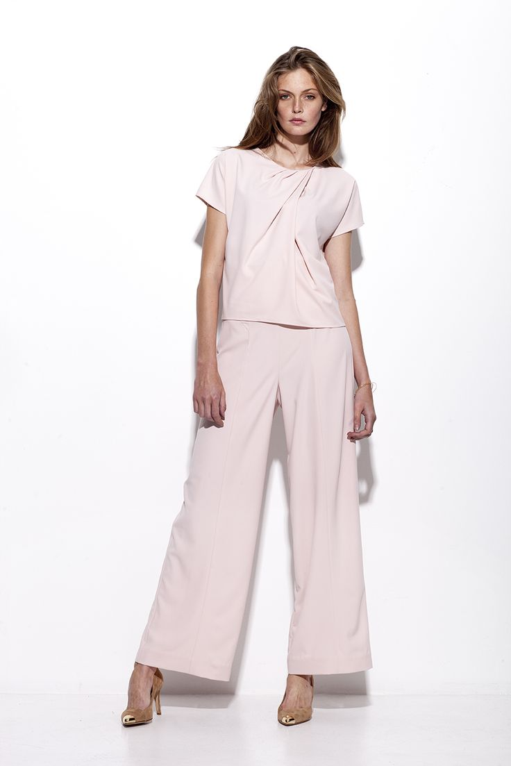 Bogelund-jensen´s Classic basic Draped T-shirt in soft rose crepe fabric with Triangle broad trousers