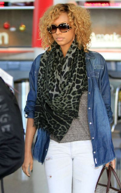 Traveling in style! Keri Hilsons chic airport attire