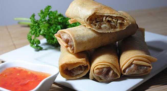Lumpia semarang dengan daging sapi, udang, tauge dan rebung, sangat nikmat dinikmati bersama keluarga atau teman teman, silahkan untuk dicoba resep Lumpia semarang.