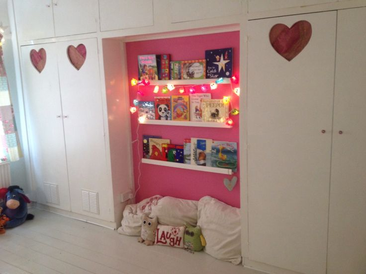 Book display- Tilly's bedroom
