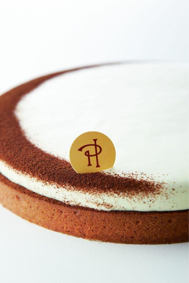 Cette tarte est composée d'un fond de pâte sablée surmonté d'une ganache au chocolat blanc et à la vanille et d'une crème de mascarpone…