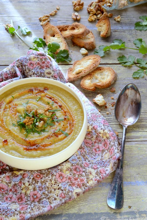 J'ai réalisé que je n'avais pas publié de recettes de soupe cetteannée. Nous en mangeons pourtant plusieurs fois par semaine. Avec toujours nos sou...