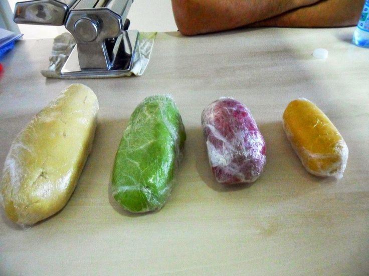 Massa fresca colorida e saborizada com corantes vegetais naturais