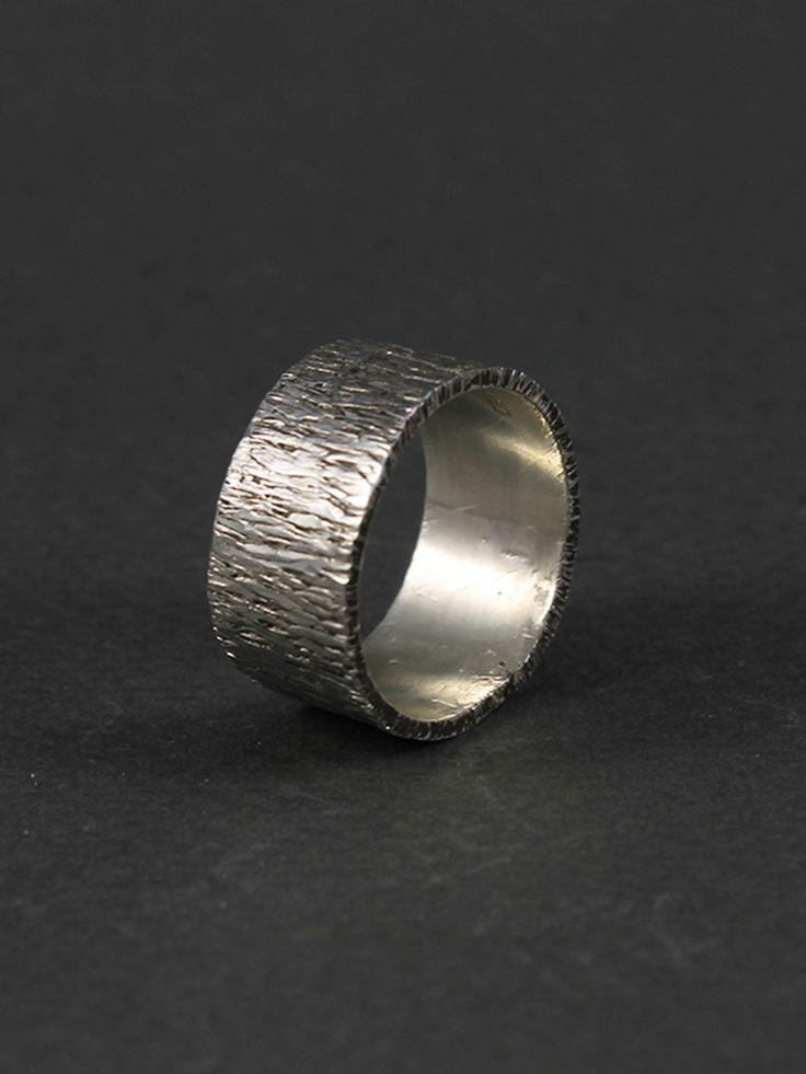 Anillo plata texturado 10 gramos. Disponible en nuestra tienda online www.almabrava.cl