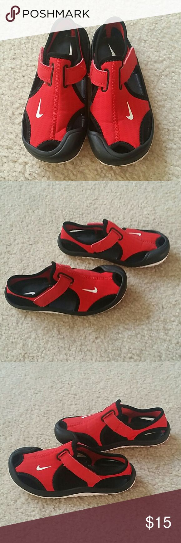 Toddler Boys Girls NIKE Water Shoes 10c Shoes are in excellent pre owned condition! Perfect for any Summer outing to the water park, pool, camp, beach, etc. Nike Shoes Water Shoes