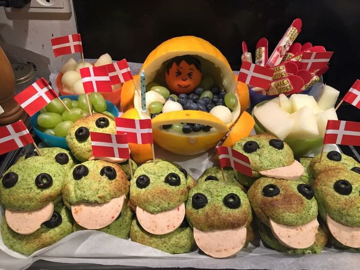 Made this baby fruit pram with froggy broccoli buns for my baby boy