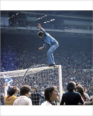 Wembley 1977 Scotland fans invade the pitch at Wembley.