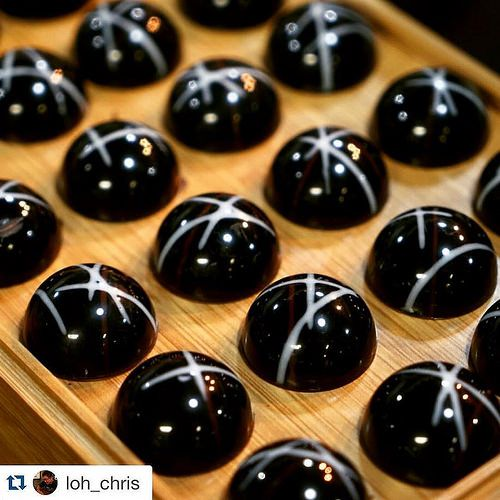 The art of Bonbons , Bachour class!! #Repost @loh_chris with @repostapp. ・・・ Nice and shiny #bachour#bachour1234 @bachour1234 | by Pastry Chef Antonio Bachour