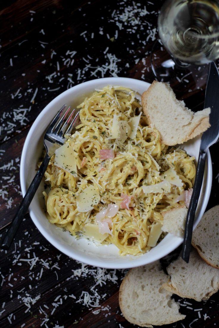 How to make classic spaghetti alla carbonara - thewoodenskillet.com #foodphotography