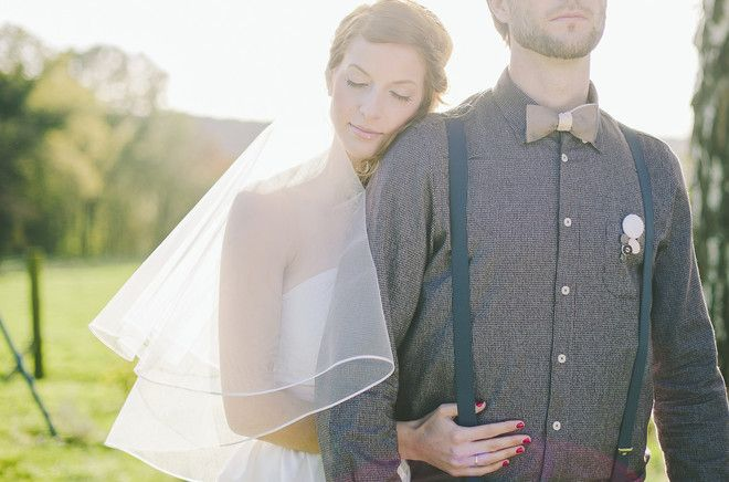 Rustikale Hochzeit im Herbst mit schlichtem Hochzeitskleid und Schleier (www.noni-mode.de - Foto: Le Hai Linh)