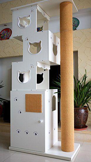 """Nachbau möglich? Die vordere Tür kann wie bei einem Schrank geöffnet werden. Hinter der Türe befindet sich die leicht zu reinigende Katzenklo in Form einer Kunststoffschale mit Rollen. Die Katze kann durch die kleine Tür einsteigen und wird anschließend auf dem Weg zur Toilette geführt. Die Katzenpfötchen, die in den Seiten- und Türelementen Anwendung finden, dienen zur Belüftung. - CatS Design """"2 in 1 Kletterbaum & Katzentoilette"""". Partnerlink."""