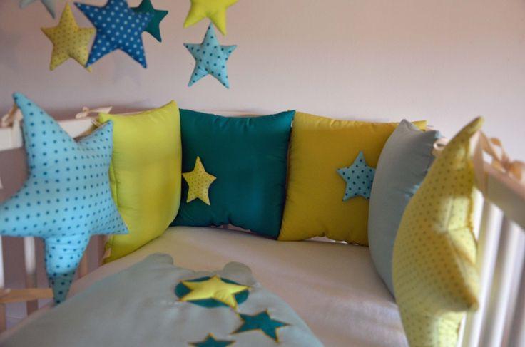 Tour de lit bébé 'La tête dans les étoiles' - Multitude de verts : Linge de lit enfants par shanouk