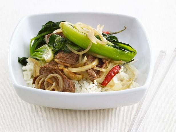 Update a takeout favorite with #FNMag's 5-Star Beef Stir-Fry that features fresh garlic and ginger. #RecipeOfTheDayFood Network, Beef Recipe, Beef Stirfry, Spicy Beef, Beef Stir Fries, Healthy Lunches, Lunches Recipe, Stir Fry, Dinner Recipe