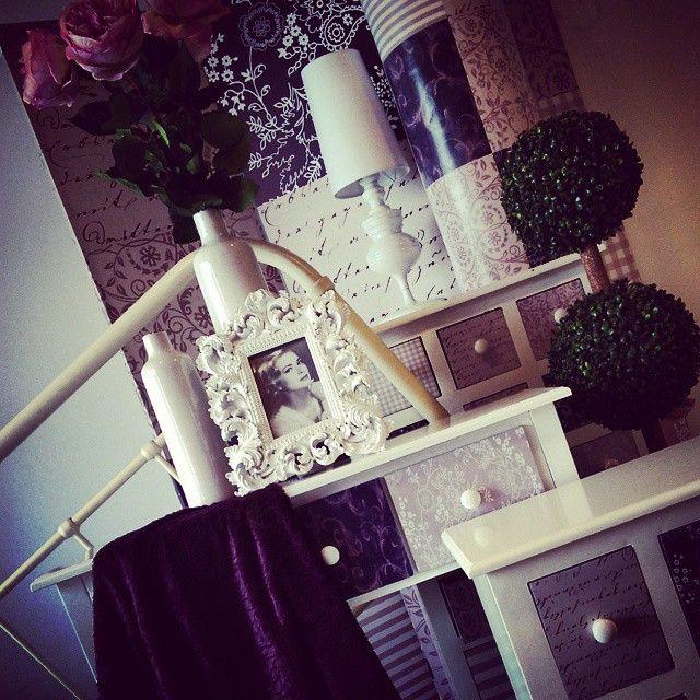#MandarinaHome #Mandarina #malva #lila #flor #peonia #marco #barroco #consola #mesilla #sinfonier #cajones #patchwork #jarrón #seto #cabecero #beige #biombo #puff #lámpara #paragüero #manta #decoración #regalo