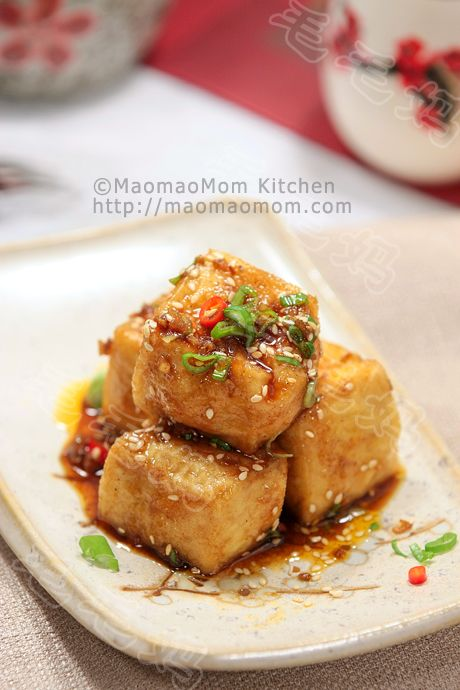 Spicy sesame Tofu 香辣芝麻豆腐   MaomaoMom Kitchen 毛毛妈厨房 This Tofu dish is best served immediately after cooking, crispy skin outside, soft tender inside combined with chili, garlic, sesame, soy delicious savory sauce, wonderful.