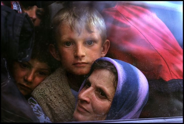 Kosovo-Albanian refugees. The war in Kosovo. Macedonia, 1999. © Peter Turnley- Corbis. All Rights Reserved.