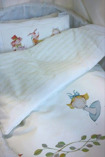 Quilt and pillow in small size from limited edition Blanket Story collection.  Best for cot and trollers http://iloveyoumom.pl/pl/po%C5%9Bciel/1726-ko%C5%82derka-i-poduszka-alicja-w-krainie-czar%C3%B3w-75x100-30x40-cm-blanket-story.html