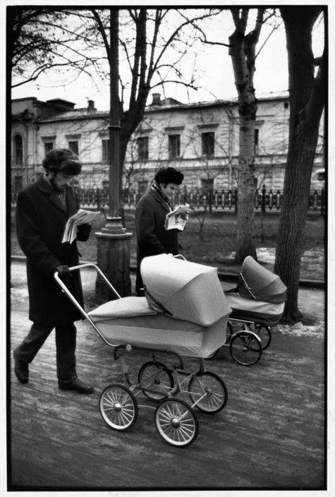 Magnum Photos Photographer Portfolio Henri Cartier-Bresson SOVIET UNION. Moscow. Sunday morning on Avenue Gogol. 1972.