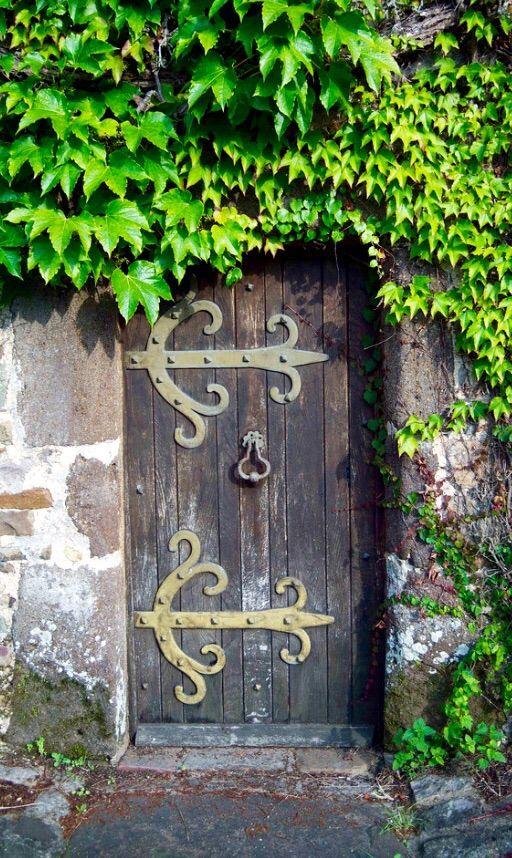 Weathered gray door - Sainte-Suzanne Mayenne France & 202 best Garden Doors images on Pinterest | Garden doors Doors ... pezcame.com