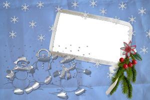 Новогодняя фоторамка. Голубой иней складывается в причудливые праздничные узоры на оконном стекле, украшенном звездой леденцом на палочке.