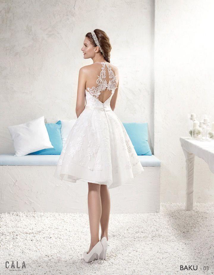 BAKU: Vestido corto con falda de tablas en bordado algodón floral y cuerpo con transparencias. Espalda descubierta adornada con aplicaciones de encaje http://www.villais.com/es/vestidos-de-novia-2016/cala/baku/ ++ CustomMade ++