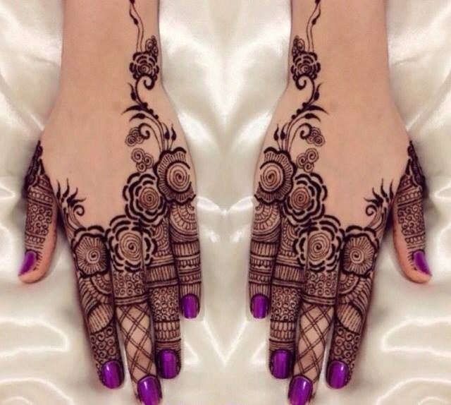 30 Trendy Bridal Mehendi designs for your Big Day #Ezwed #Mehendi #MehendiDesign #BridalDesign #Wedding #TrendyMehendiDesign