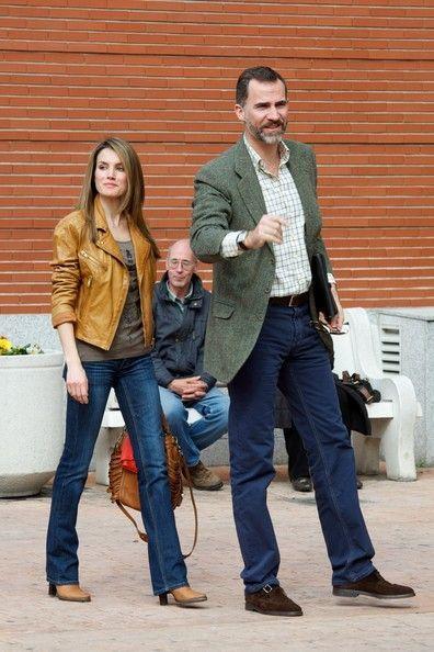 Princess Letizia jeans and orange bomber jacket, orange Hugo Boss handbag ... timeless style