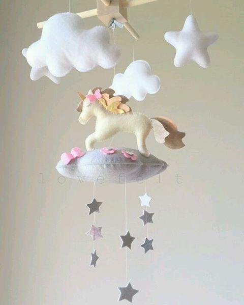 "85 Likes, 3 Comments - Meu Arco-íris de Unicórnio (@meuarcoirisdeunicornio) on Instagram: ""Quanta delicadeza  ~ . . . #mobile #feltro #unicórnio #unicornio #unicorn #unicornlove…"""