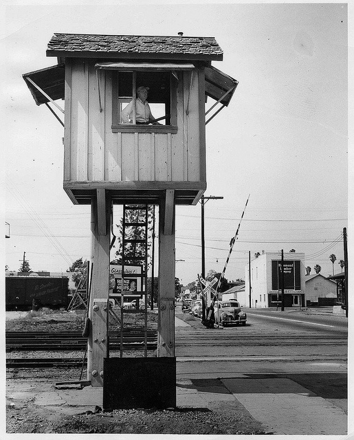 Pomona Ca Park Ave Train Lookout Tower 1954 By 47specialdeluxe Via Flickr