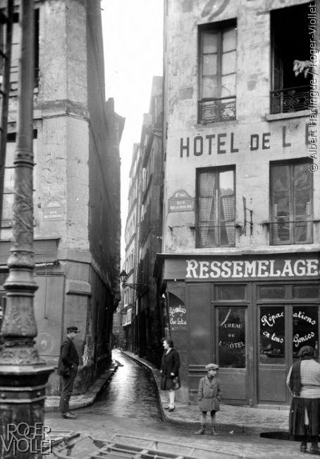 Paris 4e - L'entrée de la rue de Venise avant la démolition de cet ilôt insalubre vers 1930 - photos-marais-antan-paris-zigzag