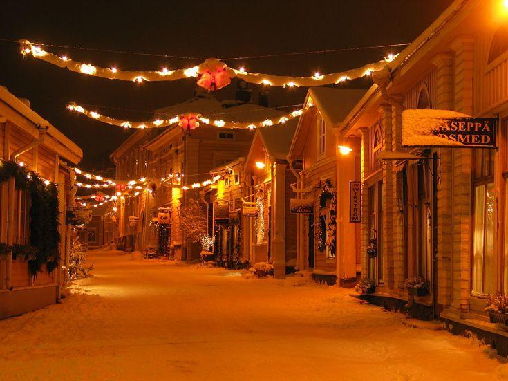 Välikatu Street in Old Porvoo www.visitporvoo.fi