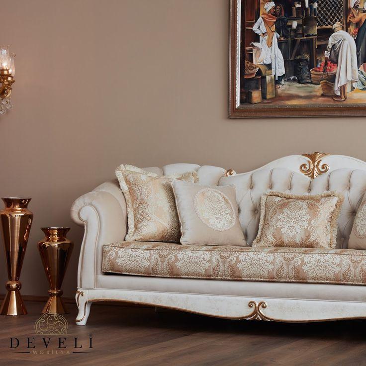 ⚜️Samsara koltuk takımı. ⚜️Krem ve altın varaktan oluşan cila rengi ile birlikte kahve ve sarı renklerinden oluşan desenli bir kumaş tercih edildi. ✔️Detaylar için www.develimobilya.com.tr #mobilya #furniture #classicfurniture #luxury #luxuryfurniture #gelinlik #damatlık #düğün #dugunfotografcisi