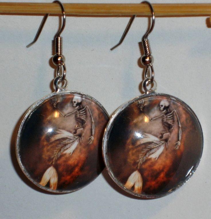 Ohrringe Meerjungfrau Skelett mit Glasstein Cabochon und Edelstahl Ohrhänger Neuware