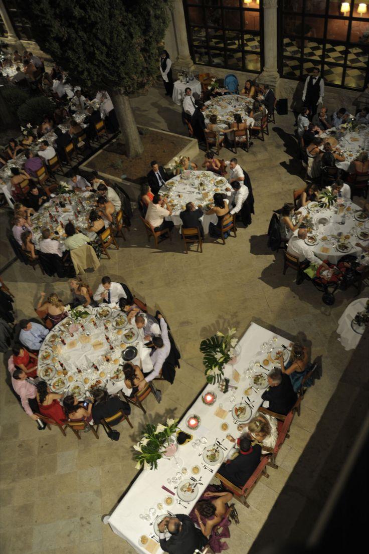 #bodas #ideales en el #Parador de #Cuenca #wedding #love #mesas #patio