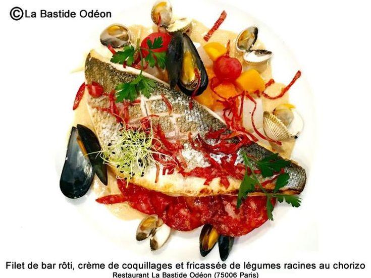 Découvrez la recette Filet de bar rôti, crème de coquillages et fricassée de légumes racines au chorizo sur cuisineactuelle.fr.