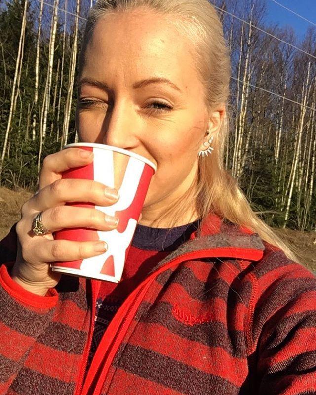 Smiiiiiile!!! ☀️☀️☀️ #bushcraftandcoffee @bushcraftandcoffee 🙊😇 • • •  #isfiske #icefishing #icefishingnation #icefishinggirl #utno #naturelovers #natureaddict #nordiclandscape #utpåtur #iamnordic #visitnorway #norge @norge  #instanature #fishing  #dnt #nordic #isfiskekonkurranse #isfiske @anton_sport #dntungoslo #kniver #knifeporn #knifes  #viking #travel #photography #roadtrip #creativity #spritual #likeamountaingirl @likeamountaingirl @mountaingirls #campvillmark @campvillmark