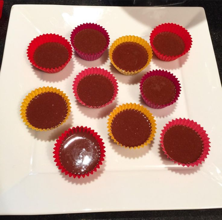 This recipe is:gluten free, vegan, raw & sugar free 25 -30 serves (mini cupcake patties) INGREDIENTS: 1 cup raw activated cashew butter 1/2 cup (40gms) raw cacao powder 1 cup (100gms) desiccat...