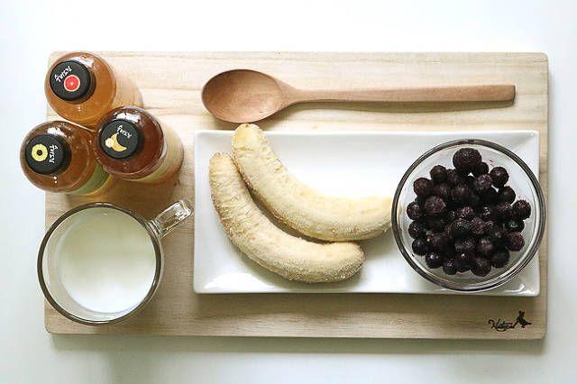 ...다이어트에 좋은 과일식초 스무디 레시피입니다.생수에 과일식초를 8:2 정도의 비율로 타서 식후 30분 후에 꾸준하게 마시면 다이어트에 도움이 되는데요~더운 여름에는 얼린 과일과 얼린 우유식초로 시원하고 포만감이 좋은 음료로 만들어 먹으면 좋을 거 같아요.........과일식초, 얼린 바나나, 냉동 블루베리, 우유......1. 우유 200ml에 건강한...