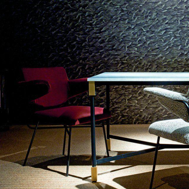 Une chaise design rouge territe, Arflex