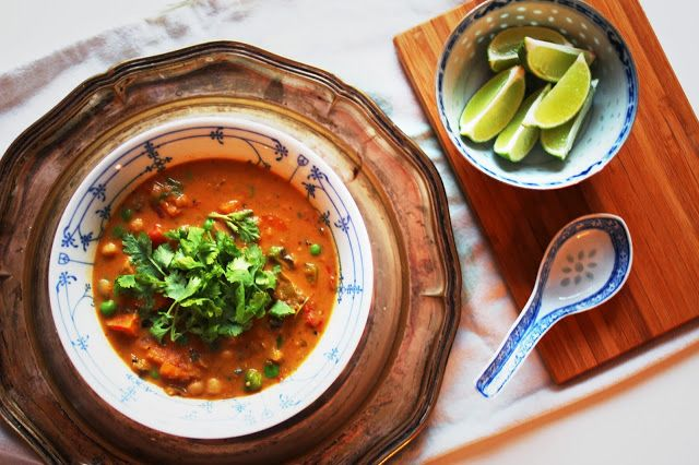 Spicy thaisuppe m. søtpotet & aubergine.