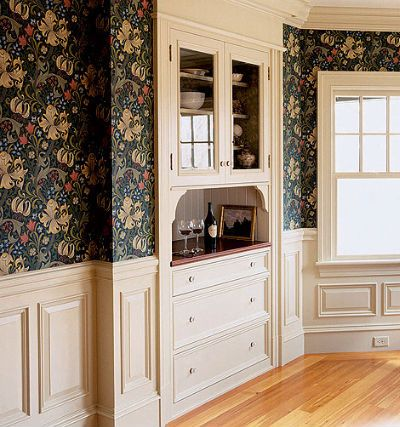 Room with cream paneling, built-in cabinet and William Morris 'Golden Lily' wallpaper -- Photo: Eric Roth