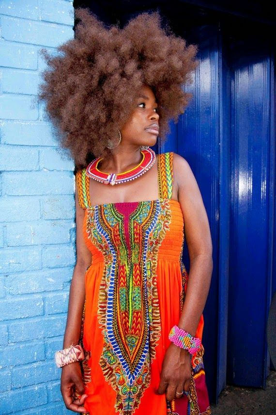 """Dashiki is back – or has it ever been really gone? It used to have this """"old fashioned touch"""" and I considered it to be rather something that my Dad and aunties could wear. But re…"""