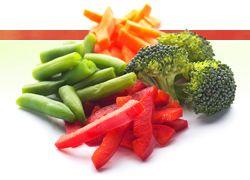Tutustun kotimaisiin vihanneksiin ja juureksiin: Kuvan takana runsaasti lapsille sopivia tehtäviä kasviksiin ja vihanneksiin liittyen :)