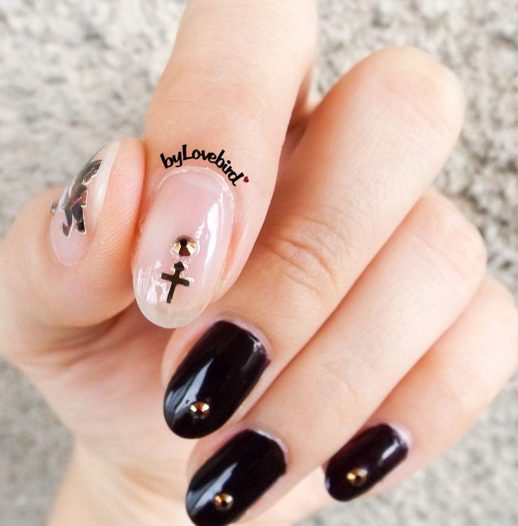 Halloween nail art byLovebird  #nails #nailart #notd #halloween #halloween2017 #halloweennails #black #blacknails #fashion #style #art #cross #dark #darknails #nailswag #naildesign #nailinspiration