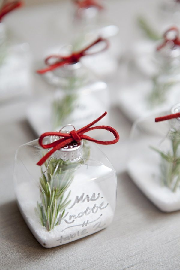 Love these cute DIY christmas ornament wedding favors; perfect for a winter wedding!
