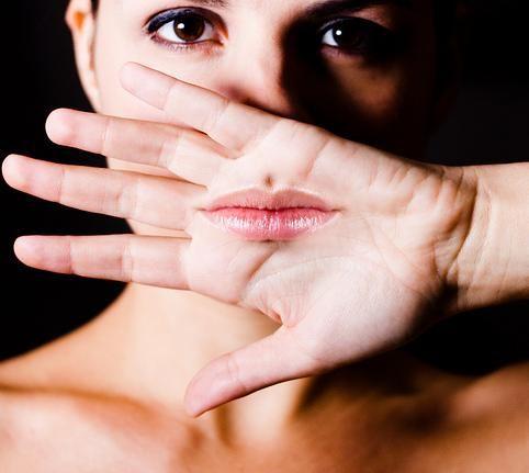 Herpes labiale: come curarlo con i rimedi naturali