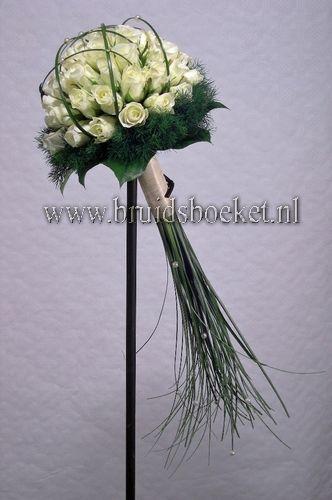 Bruidsboeket biedermeier spangras kleine witte rozen