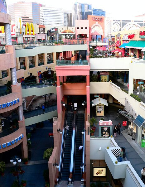 Downtown Mall. (san diego) - I LOVE how everything is outside!!