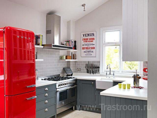 Холодильник в интерьере кухни - один из важнейших элементов интерьера. Как выбрать место для холодильника на кухне. Фото